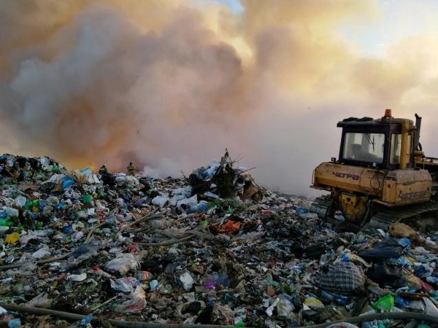 Фото В Лубягино пожарные всю ночь тушили полигон ТКО