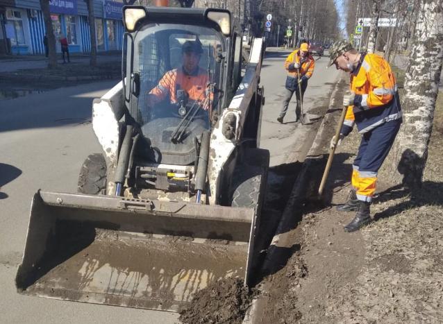 Фото В Кирове «Гордормостстрой» на 80% очистил улицы от «зимнего» мусора