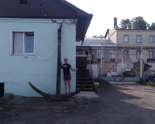 Фото Гигант из Вятки. Предприниматель из Кирова Николай Праздников нашёл на реке 4-метровый якорь