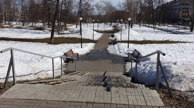 Фото В Кирове началось благоустройство сквера Трудовой Славы