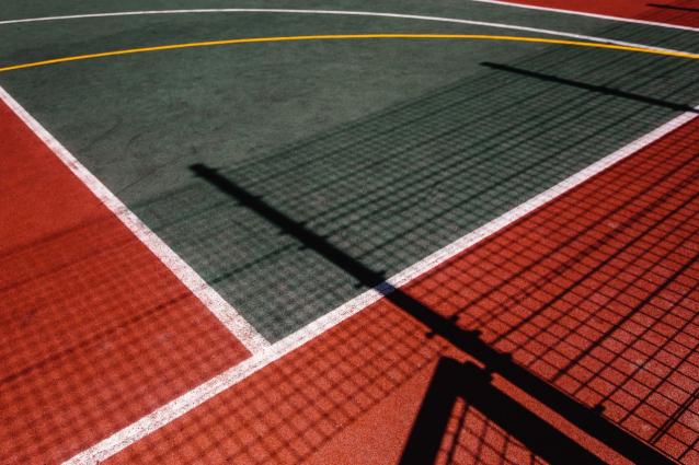 Фото В Кирове на ул. Луганской открыли новую спортплощадку