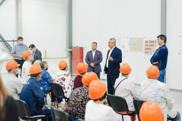 Фото Рахим Азимов пообщался с сотрудниками и ветеранами Костинской птицефабрики и посетил Фудзавод
