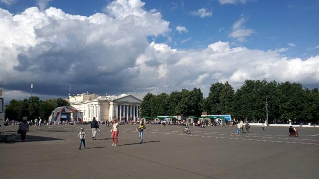 Фото В Кирове ярмарка на Театральной площади будет работать до 22 часов