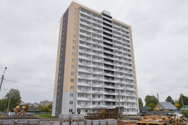 Фото В Кирове на ул. Курской завершается строительство дома для переселенцев