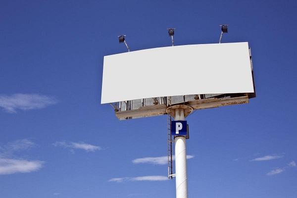 Фото Администрация Кирова ищет подрядчиков на установку и эксплуатацию рекламы