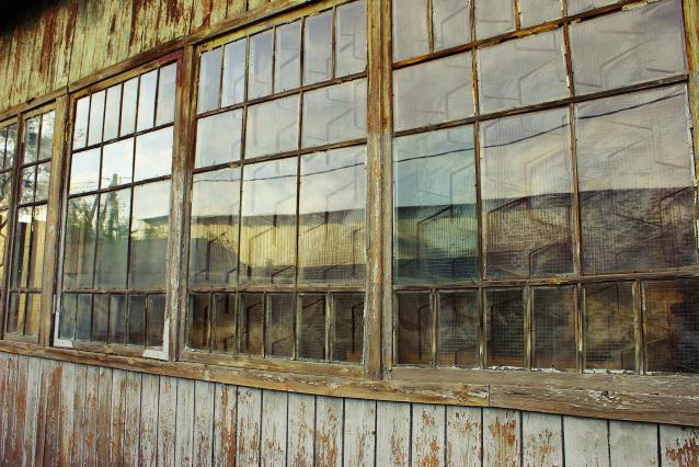 Фото В одном из посёлков Коми вместо школы опасный барак
