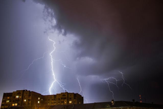 Фото В Кировской области на 1 мая объявили метеопредупреждение из-за усиления ветра и грозы