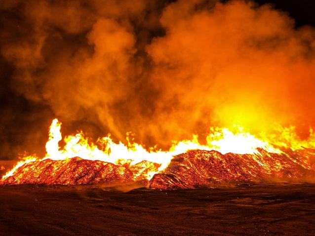 Фото В Слободском районе горели залежи горбыля и опила