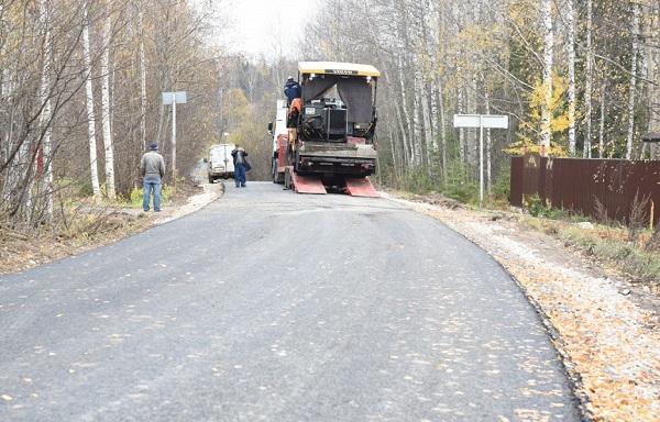 Фото В Ленинском районе Кирова продолжается ремонт дорог и сетей освещения