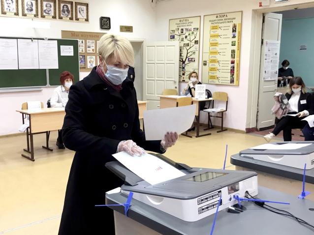 Фото Глава Кирова Елена Ковалёва проголосовала на выборах