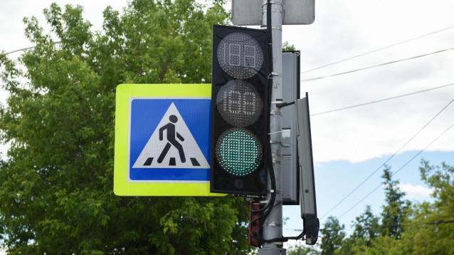 Фото В Кирове на перекрёстке ул. Романа Ердякова и Сельскохозяйственного проезда установят новые светофоры