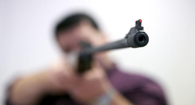 Фото В Кировской области мужчина стрелял в ребенка из пневматики и ранил его