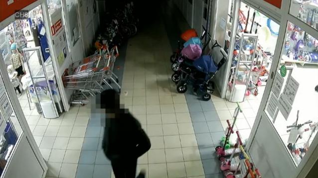 Фото Житель Эжвы ограбил магазин, угрожая отверткой продавцу