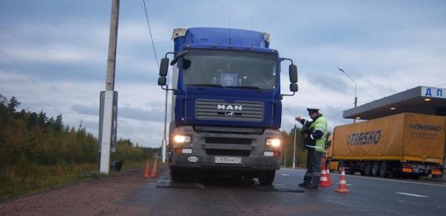 Фото В Коми с 11 октября на месяц ограничат движение большегрузов по региональным дорогам