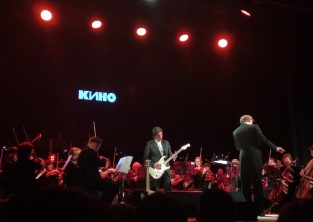 Фото «Симфоническое КИНО»: в Кирове выступил гитарист знаменитой рок-группы Юрий Каспарян