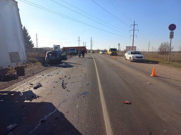 Фото В Кирово-Чепецком районе в ДТП с шестью автомобилями пострадали два человека