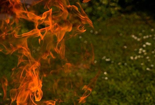 Фото В Кировской области мужчина задохнулся в горящем автомобиле