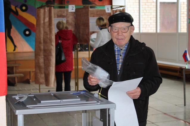 Фото 91-летний ветеран с 18 лет не пропустил ни одни выборы