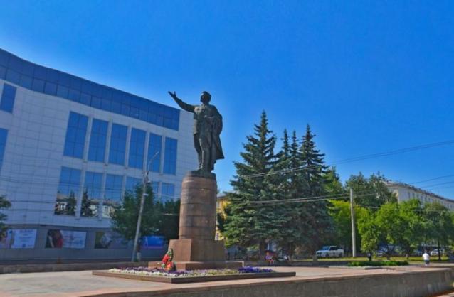 Фото Проект ремонта памятника Кирову у ЦУМа разработают за 770 тыс. рублей