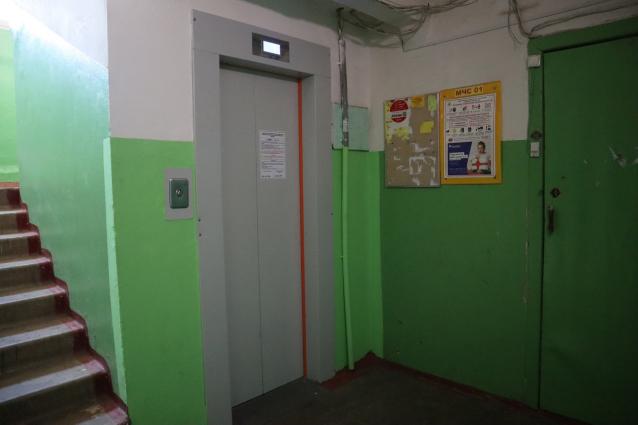 Фото В Кирове жильцы дома на Конева жалуются на новые лифты