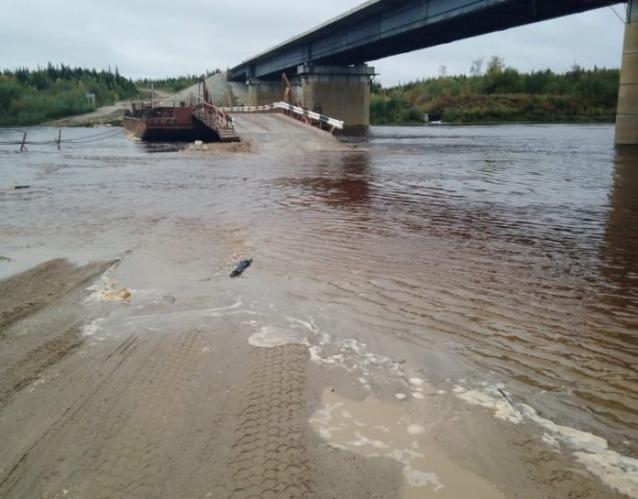Фото В Коми размыло дорогу у паромной переправы через реку Лыжа