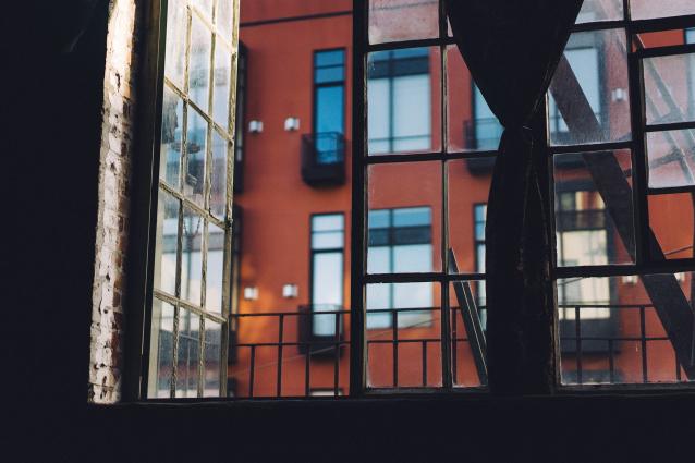 Фото В Вуктыле мужчина выбросил женщину с балкона 5 этажа
