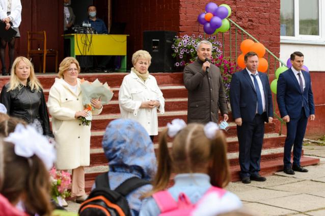 Фото Депутат Госдумы Рахим Азимов поздравил педагогов Кировской области с Днем учителя