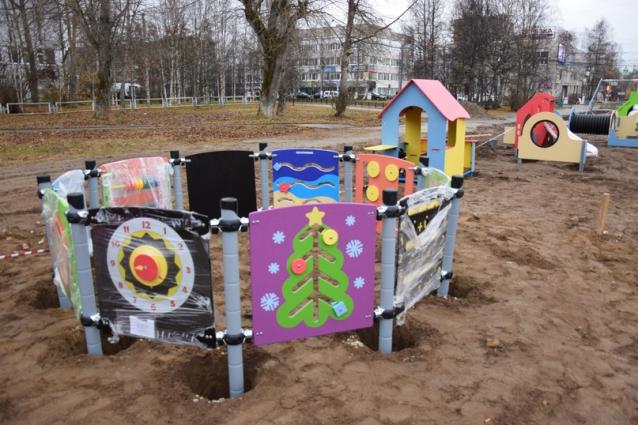 Фото До 17 октября в центре Ухты появится новая детская площадка