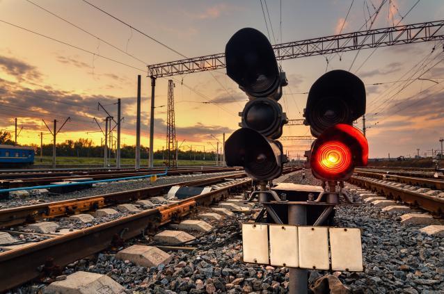 Фото В Кирове ограничат движение транспорта через железнодорожный переезд на Потребкооперации