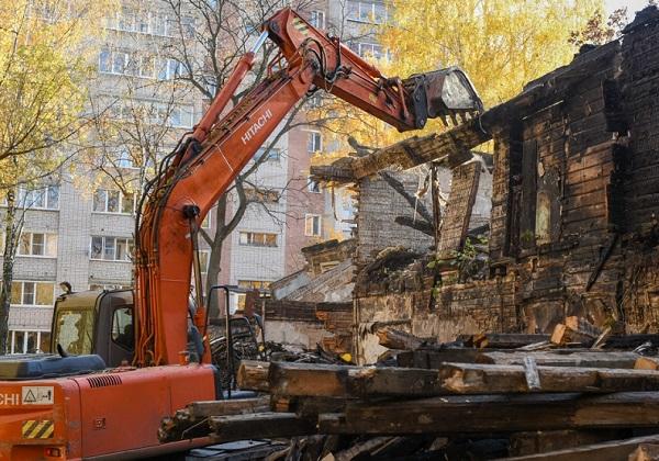 Фото В Кирове сносят аварийный дом на Красноармейской