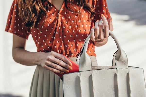 Фото Кировчанка украла сумку у жительницы Оричей, пока та разглядывала товар