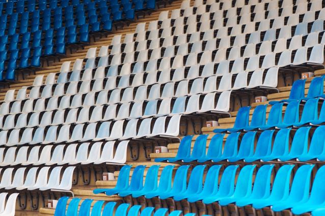 Фото В Котельниче вандалы сломали сиденья на стадионе
