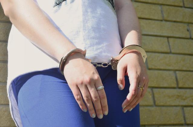Фото В Кирове за попытку заработать на закладках с наркотиками осудят 17-летнюю девушку