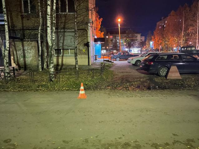 Фото В Ухте во дворе дома двухлетнего мальчика сбила иномарка