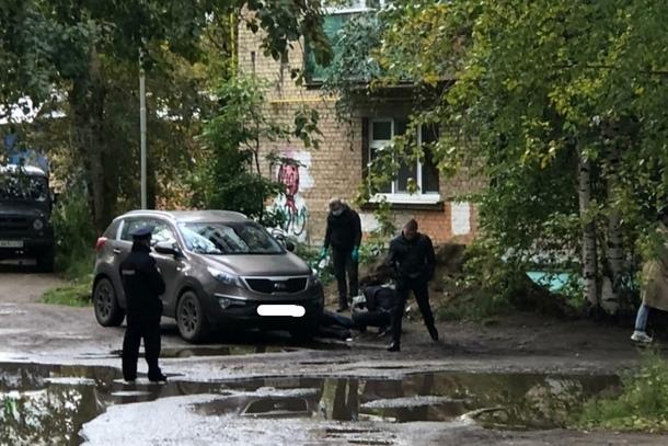 Фото Житель Коми убил собутыльника и вынес труп на улицу