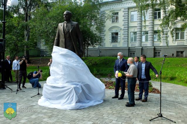 Фото В Сыктывкаре прошло торжественное открытие памятника Ивану Морозову